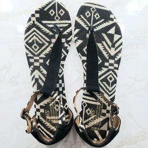 Black White Aztec Print T-Strap Flat Sandals
